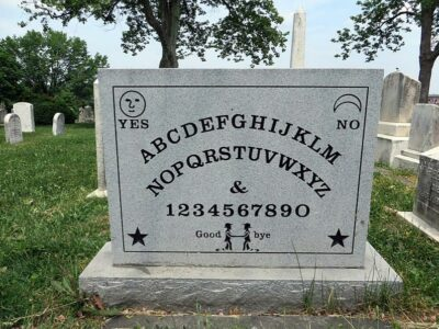 Elijah Jefferson's Ouija Board Grave (Image Source: Wikipedia)