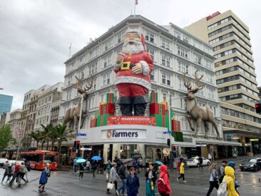 Auckland Super Santa on Queen Street