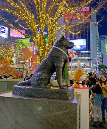 Hachiko statue in Shibuya Crossing